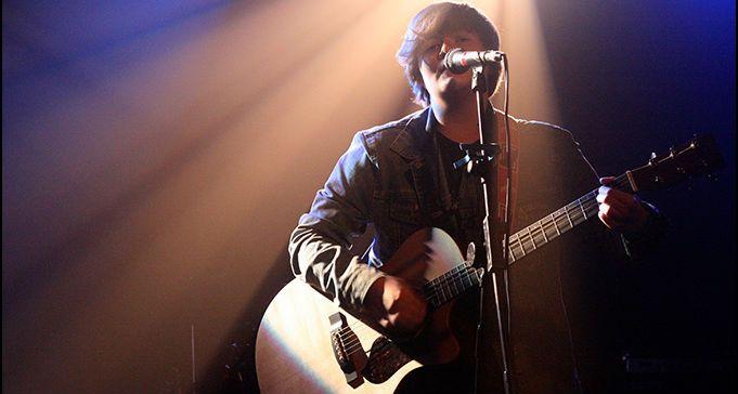 charlie leavy singer folk acoustic pop